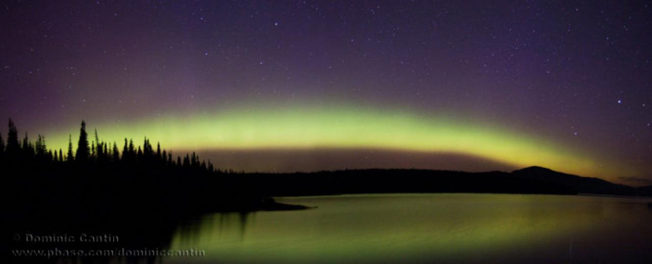 Amazing picture of an aurora borealis.