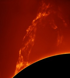 Sun : huge prominence lift-off