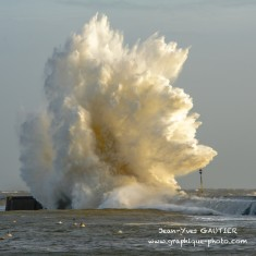Quand une vague fait son show. | Ploemeur | Photo Bretagne
