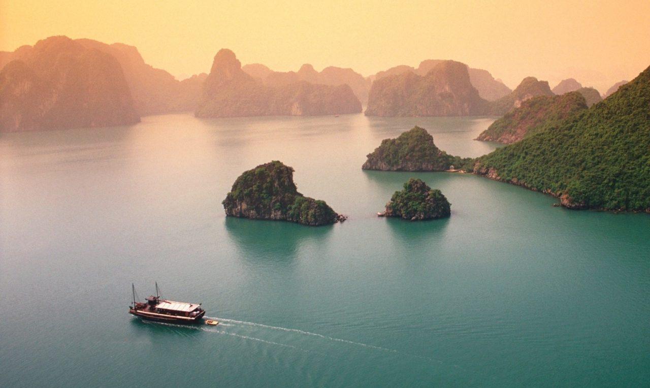 Ha Long Bay, Vietnam – Most Beautiful Spots