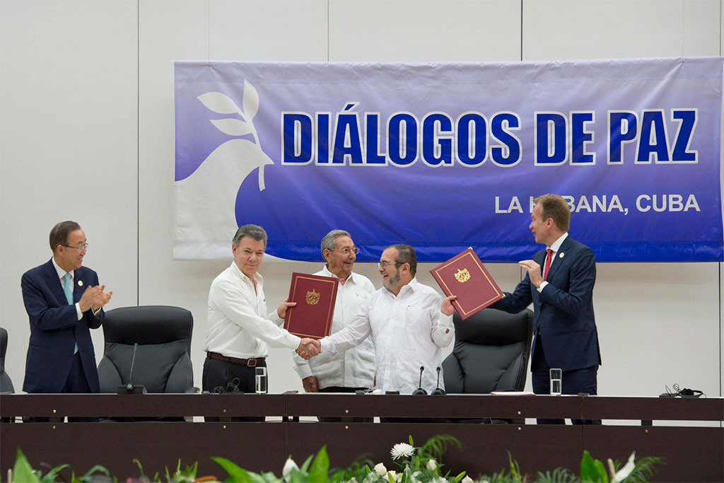 Colombie : signature à Cuba d'un cessez-le-feu avec les FARC.