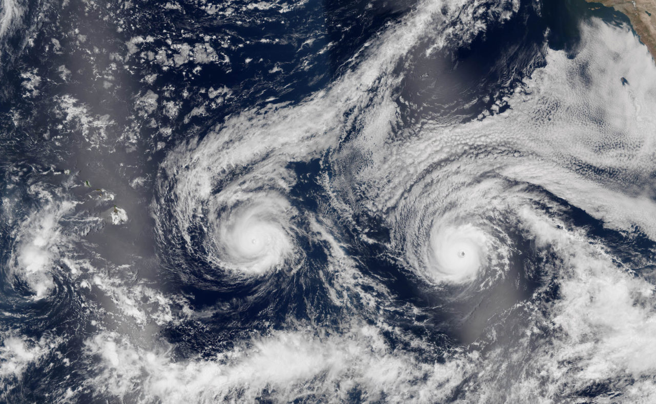 Les ouragans Madeline et Lester sur la même image satellite • PopulationData.net
