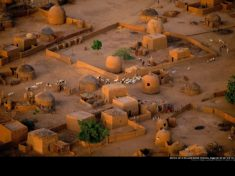 Village près de Tahoua, Niger. Photo : Yann Arthus-Bertrand