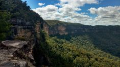 Southern cliffs of Mount Solitary, Blue Mountains National Park, NSW, Australia