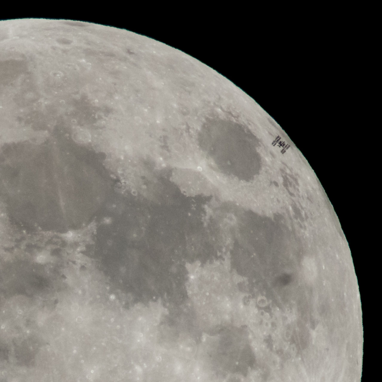 International Space Station Transits the Full Moon – Most Beautiful Picture
