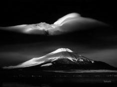 Lake Yamanaka in winter, Mount Fuji, Japan – Most Beautiful Picture