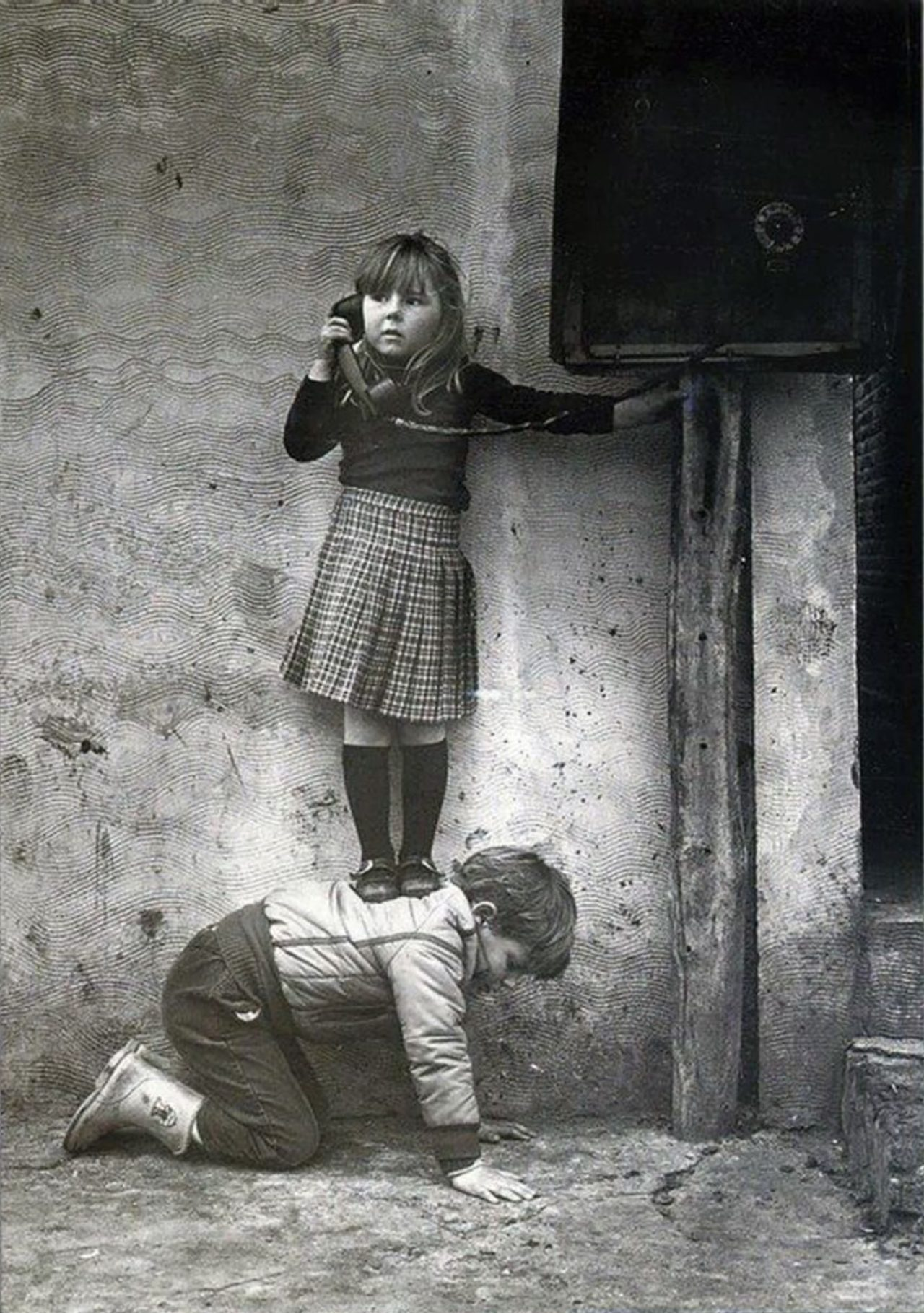 A Brother helping his sister – Most Beautiful Picture