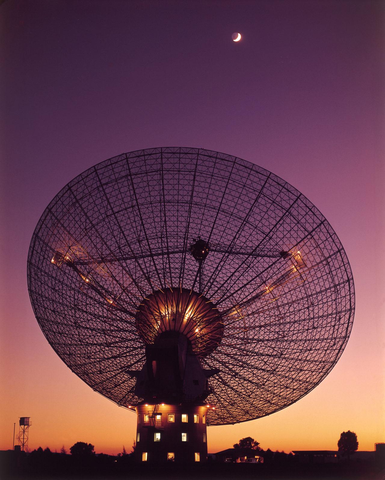 CSIRO Parkes Radio Telescope – Most Beautiful Picture
