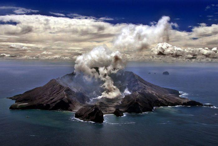 Volcano Whakaari / White Island, New Zealand, 321 m | OutdoorMountain