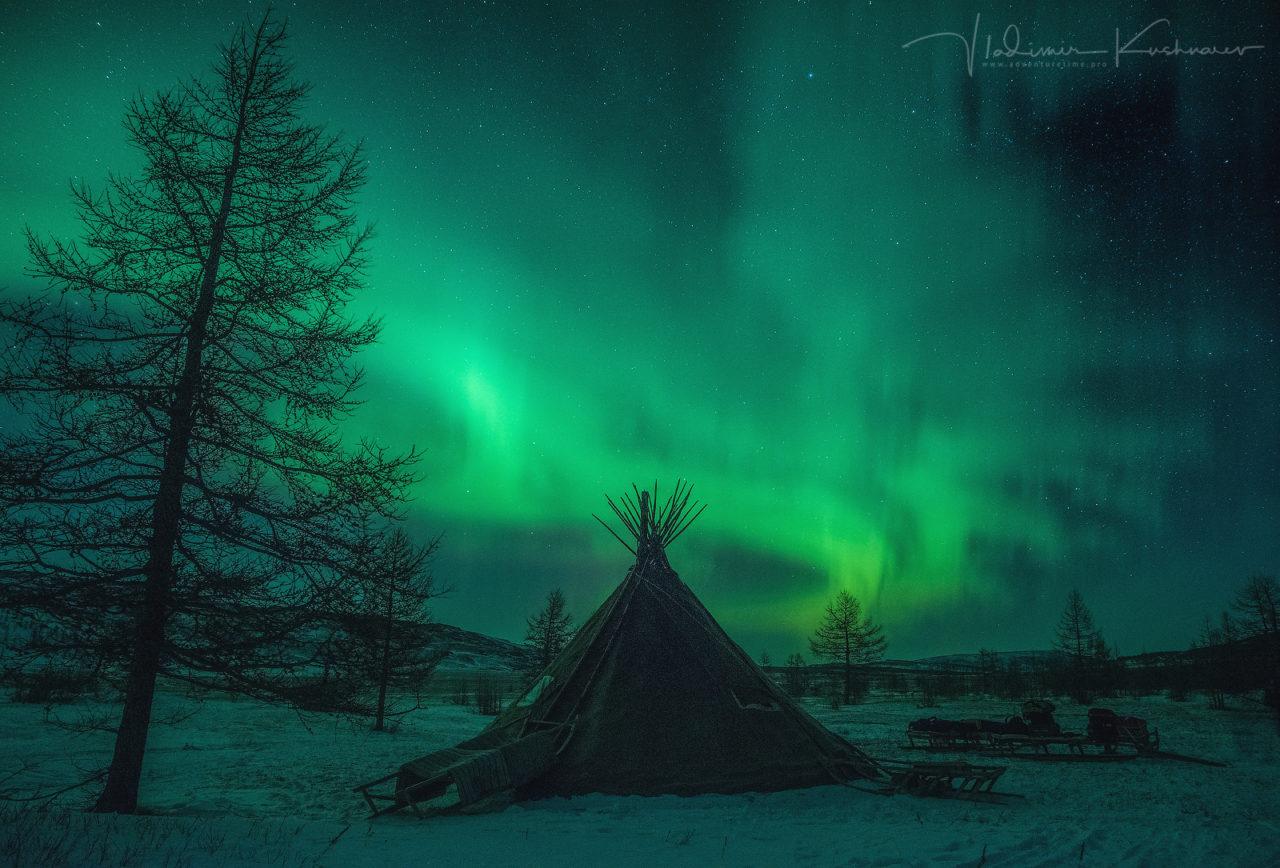 Northern lights over a Siberian Choom
